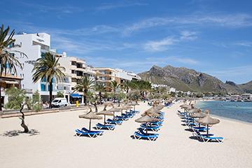 Der schoner befindet sich am strand von puerto pollensa for Design hotel mallorca strand